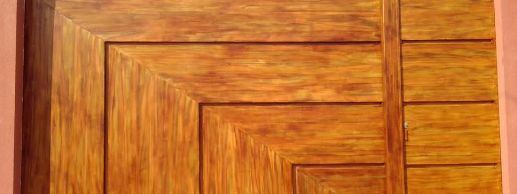 Imitação de madeira feita em portão – fotos antes e depois